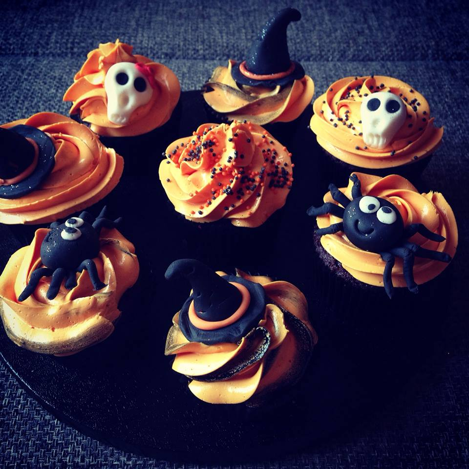 halloween cupcake d sz t s tortaiskola. Black Bedroom Furniture Sets. Home Design Ideas
